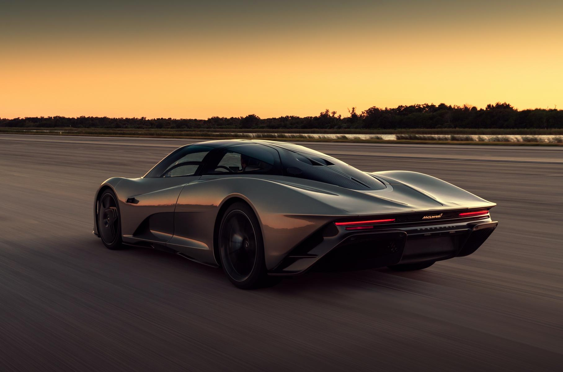 Супергибрид McLaren Speedtail 30 раз разогнался до 403 км/ч