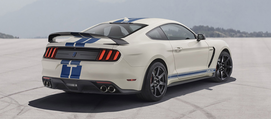 Фастбек Mustang Shelby GT350 Heritage Edition примерил полоски
