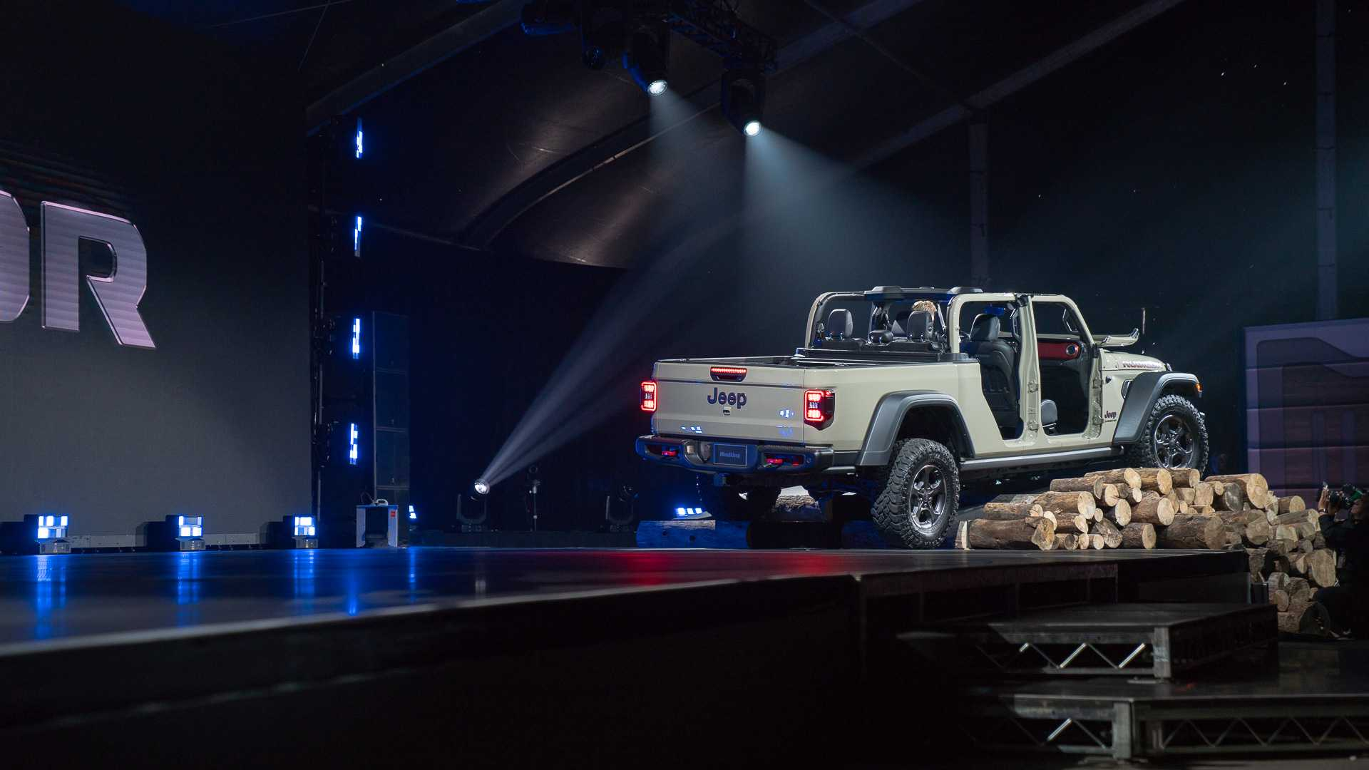 Jeep превратил Wrangler в пикап Gladiator